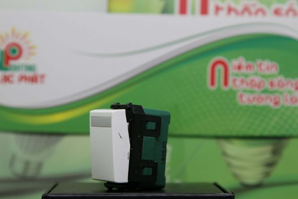 Công tắc Panasonic 2 chiều WEV5532SW/WEV5532-7SW loại nhỏ