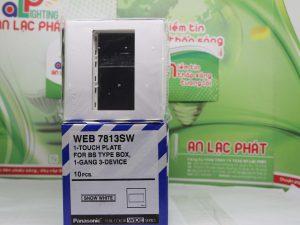 Mặt vuông dành cho 3 thiết bị Panasonic WEB7813SW tiện lợi