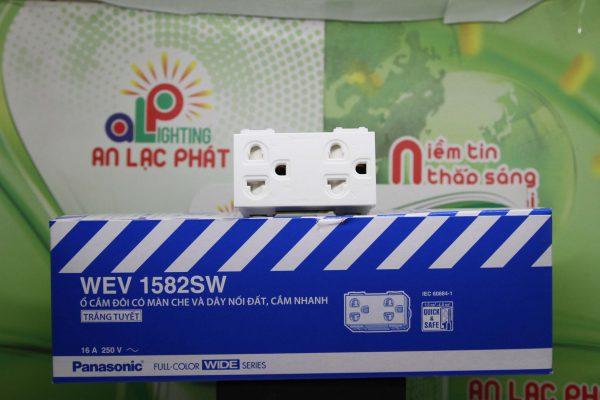 Ổ cắm đôi có màn che Panasonic WEV1582SW/WEV1582-7SW