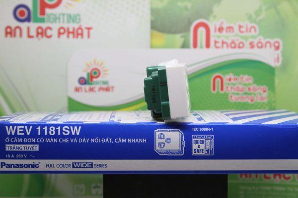 Ổ cắm đơn có màn che WEV1181SW-WEV11817SW Panasonic nhỏ gọn